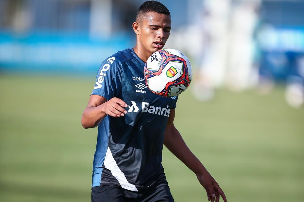 Lateral é destaque no Grêmio